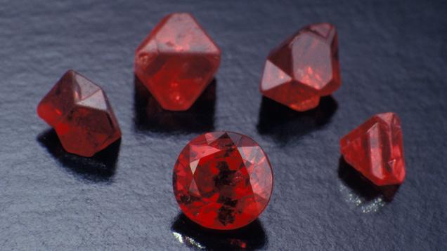 成品尖晶石和原石