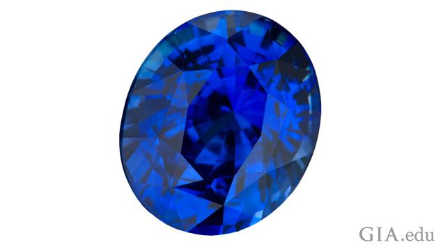 蓝色椭圆形蓝宝石