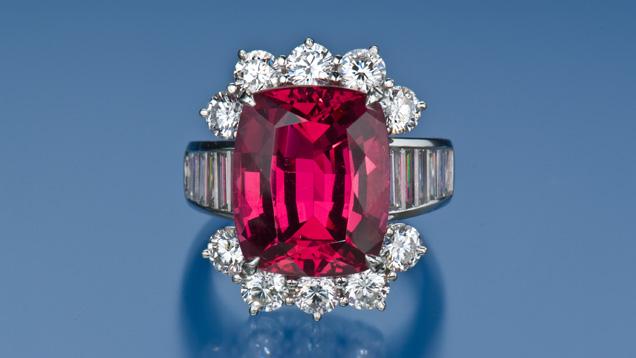 粉红色到红色尖晶石戒指