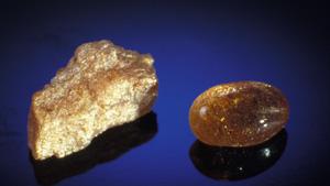 光り輝くサンストーン原石の発見により、鉱山労働者たちは米国オレゴン州での土地所有権を主張するようになった。 – Robert Weldon