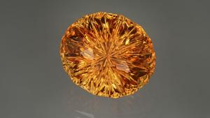 黄水晶是市场上最受欢迎的黄色宝石之一。 该设计师的切工令颜色鲜亮的黄水晶绽放出一股温暖的光芒。 – Lydia Dyer(宝石由 John Dyer & Co. 提供)