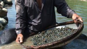 カンボジアの河川敷採掘