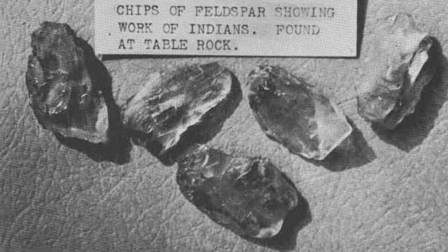 オレゴン州立大学の鉱物学部の出版物「Ore Pit」では、オレゴン州ジャクソンビル産の日長石コレクションの写真が掲載された。これらは、初期アメリカ先住民の日長石アーティファクトとして、博物館に展示されている。