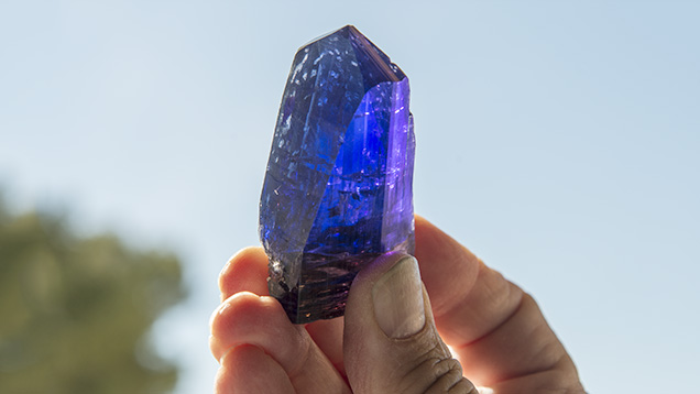 Tanzanite crystal with calcite crystals