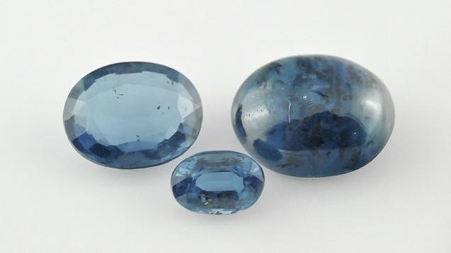 Gem-quality Indian kyanites