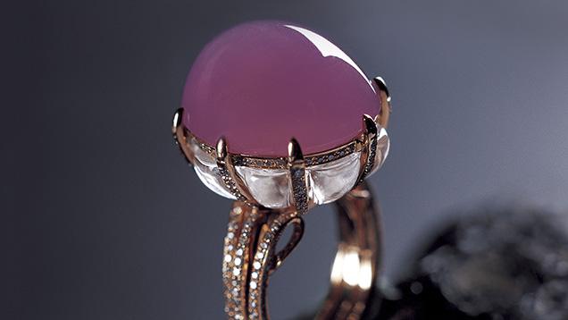 紫罗兰色硬玉