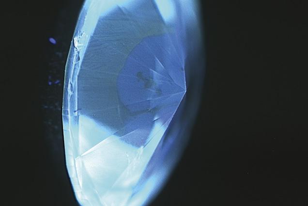 Chameleon diamond showing fluorescence