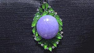 紫色和绿色玉打造的珠宝