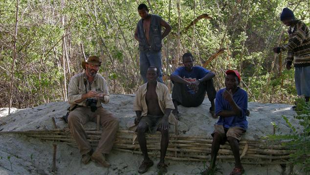 Montepuezのピットを掘る採鉱者