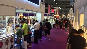 Buyers look over gemstones at the September 2015 Hong Kong Jewellery & Gem Fair last week. Photo by Russell Shor