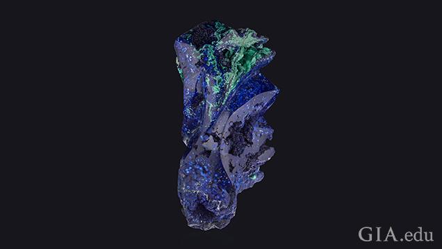 エキゾチックなサンゴのように見えるブルーアジュライトとグリーンマラカイトのフリーフォームの作品。