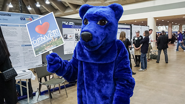 A bear mascot invites attendees to the 2016 GSA conference in Denver