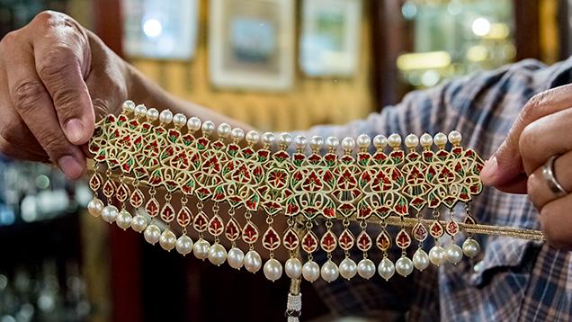 Kundan Meena 颈链背面