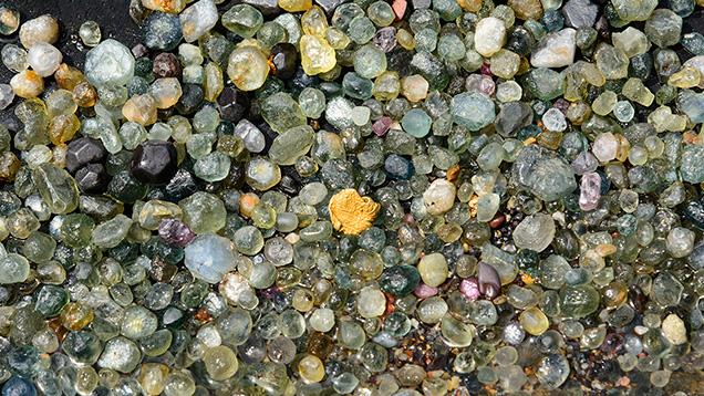 蓝宝石原石