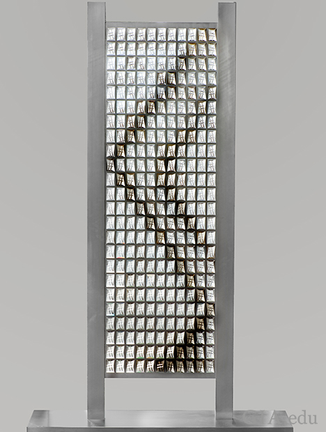 A large sculpture of carved crystals framed in aluminum. The lattice consists of 24 rows of 11 stones and measures 163 x 51 cm.