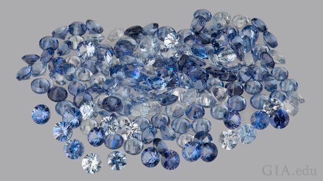 一组刻面蓝锥矿宝石(总重约 5 克拉)。由 Benitoite Mining Co. 友情提供。摄影:Orasa Weldon(奥拉沙·韦尔登)/GIA。