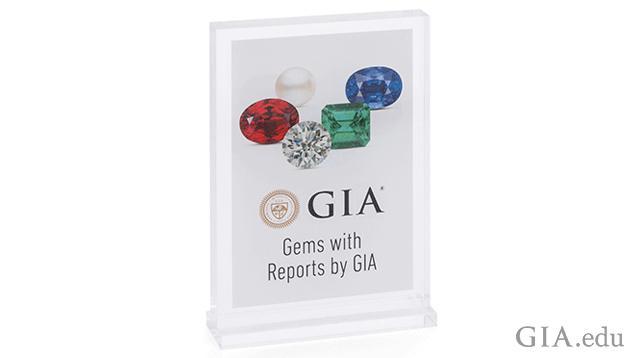 亚克力台面展示工具可通过 GIA 的零售商支持计划获得。