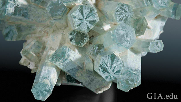 A large aquamarine crystal with trapiche patterns.