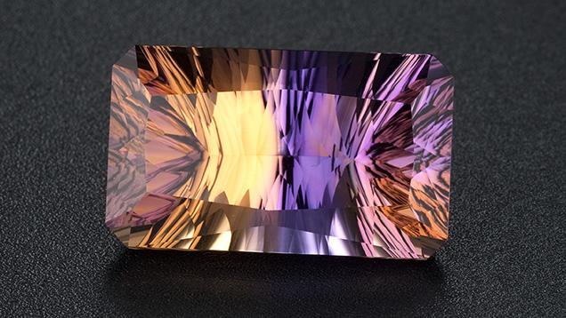 壮観な二色の宝石