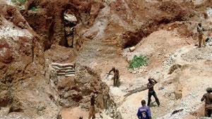 ナイジェリアのペグマタイト採掘坑