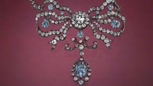 蓝色钻石项链