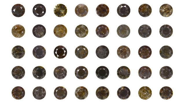 Black diamonds are set in rows of eight; there are five rows.