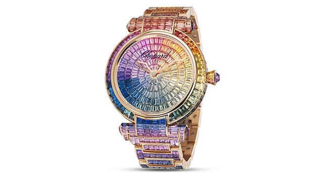 渐变色蓝宝石——从黄色、绿色、蓝色、紫色和粉红色——在该款腕表的表盘和表带上营造出彩虹般的效果。