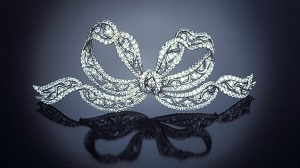 A bow brooch with long ribbon tendrils.