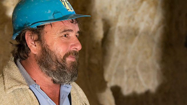 オーストラリアのオパール鉱山労働者