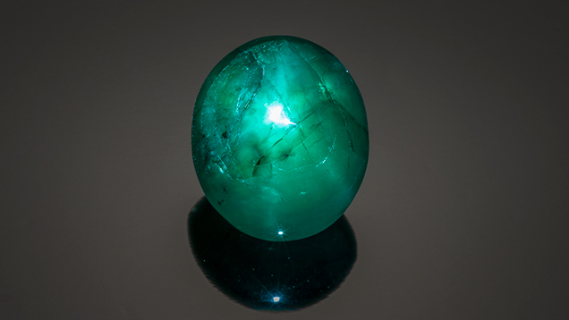Emerald cabochon with six-rayed star.