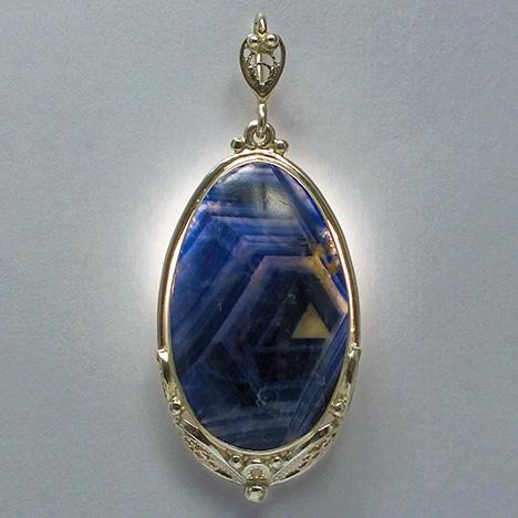 Sutara cabochon sapphire in pendant.