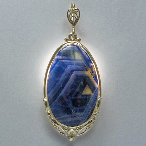 Silver pendant with 65.5 ct sapphire from Sutara, Russia