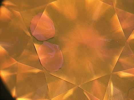 DiamondView image of pink diamond showing two pink spots near the edge of the table facet