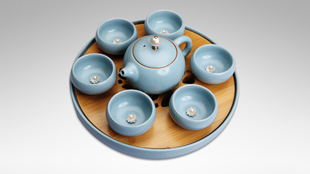 Tea set decorated with Chinese freshwater cultured pearls