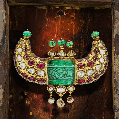 Mughal horn pendant with 125 ct Colombian emerald