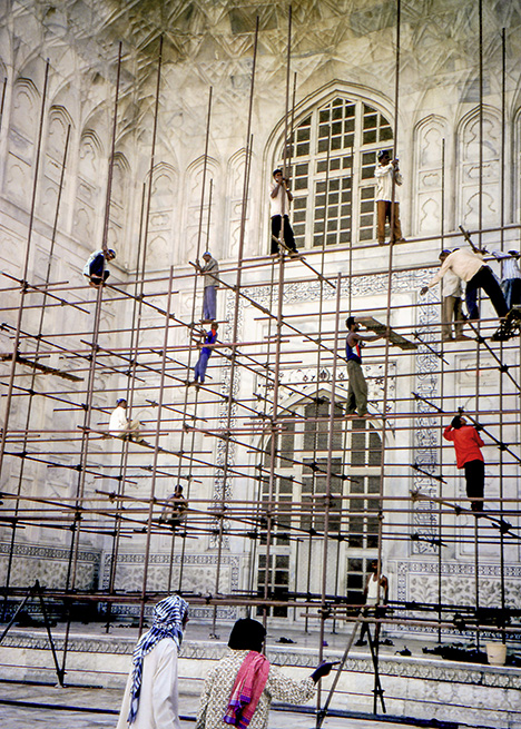 Cleaning of the Taj Mahal in 2002