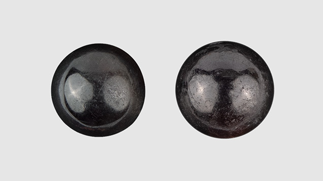 Black Non-Nacreous Pearl Imitations Made of Beads Cut from