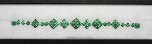 A calibrated set by Eternity Natural Emerald.