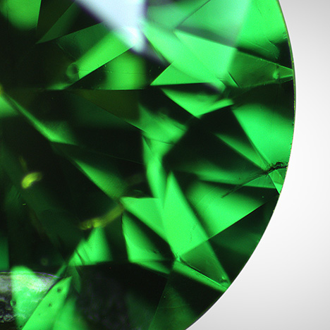 Graphitization along surface-reaching fracture of treated green diamond