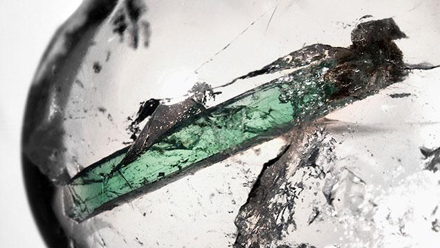 Prismatic emerald crystal in quartz.