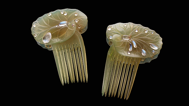 Lily-pad hair combs
