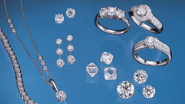 A wide range of jewelry pieces with the round brilliant diamond cut