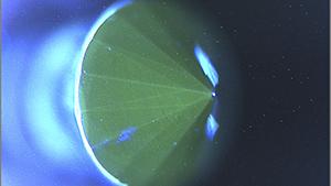 照射処理したChemical Vapor Deposition(化学蒸着)合成ダイヤモンド