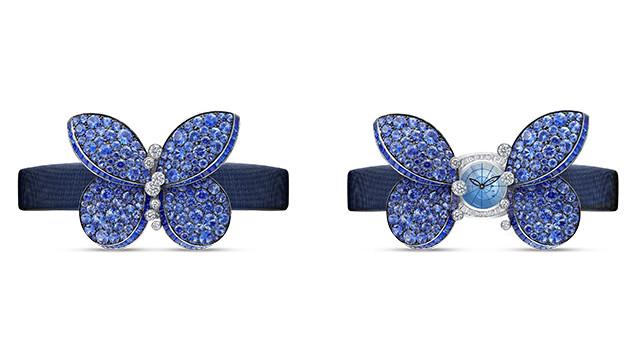 该款腕表的蝴蝶翅膀上密集地镶嵌着蓝宝石,打开翅膀便露出了表盘, 并采用蓝色缎面表带。