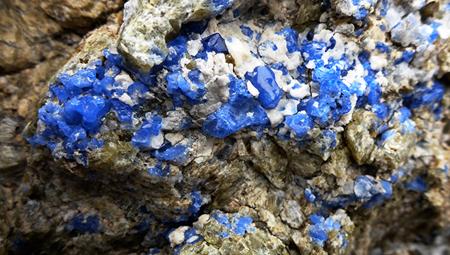 Cobalt-blue spinel from Baffin Island, Canada