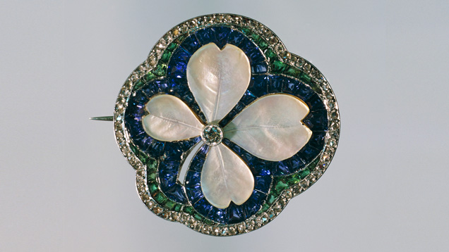 Art Deco four-leaf clover shaped mother-of-pearl brooch