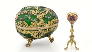 1902年のKelch Rocaille Egg(ケルヒ ロカイユ・エッグ)。 七個のケルヒ・エッグは全てサンクトペテルブルクのFaberge(ファベルジェ)の二番目の細工職人、Michael Perchin(マイケル・パーチン)が作成。 高さ: 12センチ、長さ: 14センチ。 Alexander Kelch(アレクサンダー・ケルヒ)がその妻Barbara Kelch-Bazonova(バーバラ・ケルヒ-バゾノヴァ)に贈ったもの。 画像提供:ヒューストン自然科学博物館。