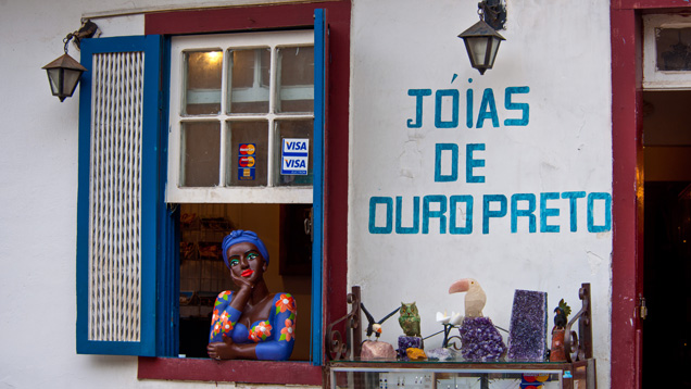 A local jeweler in Ouro Preto takes all kinds of credit cards. Photo by Robert Weldon/GIA