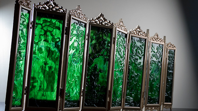Miniature folded screen with green nephrite panels