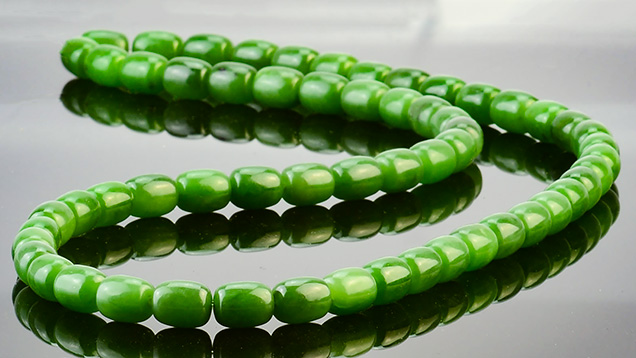 Strand of high-quality green nephrite beads
